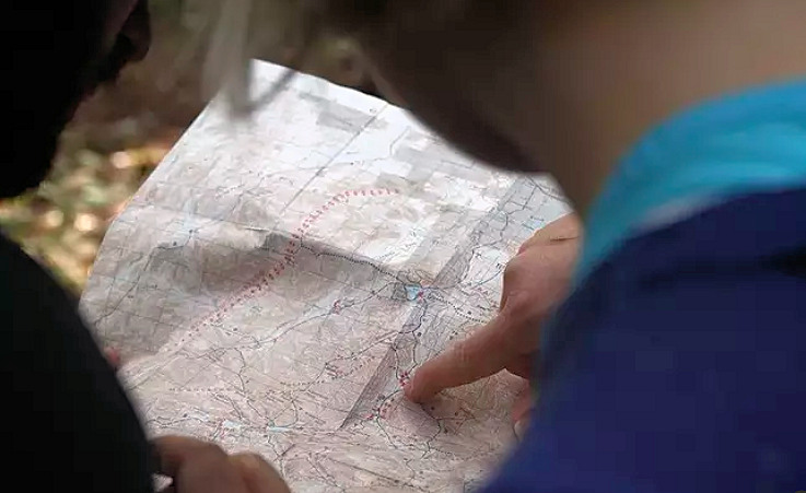 navigating-map